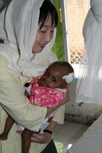 20100504-somaliaagnesbaby.JPG